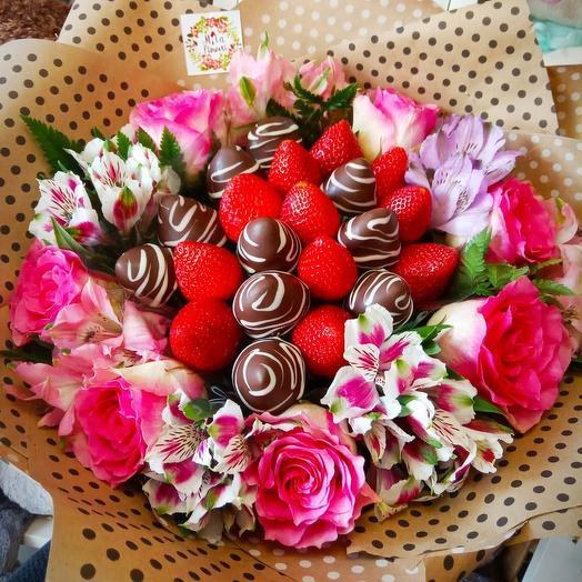 Букет с клубникой Наслаждение: букеты цветов на заказ Flowwow