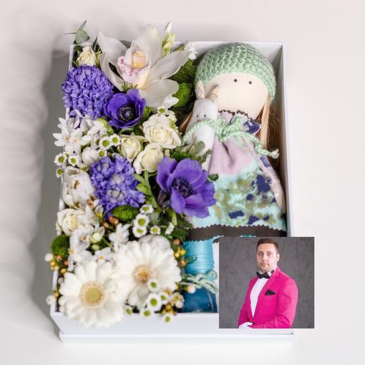 Кукла с цветами с премиум доставкой: букеты цветов на заказ Flowwow