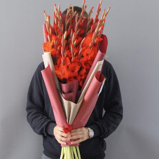 Букет из красных гладиолусов: букеты цветов на заказ Flowwow
