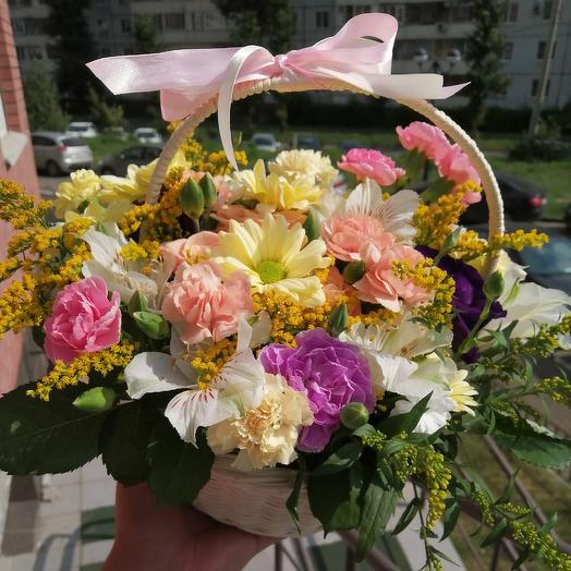 Нежная корзина цветов: букеты цветов на заказ Flowwow