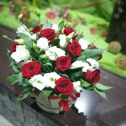"Коробка ""Красное на белом"": букеты цветов на заказ Flowwow"