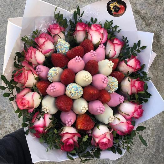 Клубничный букет с розами « «принцесса»