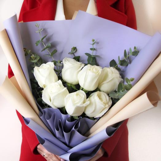 Букет из белых роз с эвкалиптом: букеты цветов на заказ Flowwow