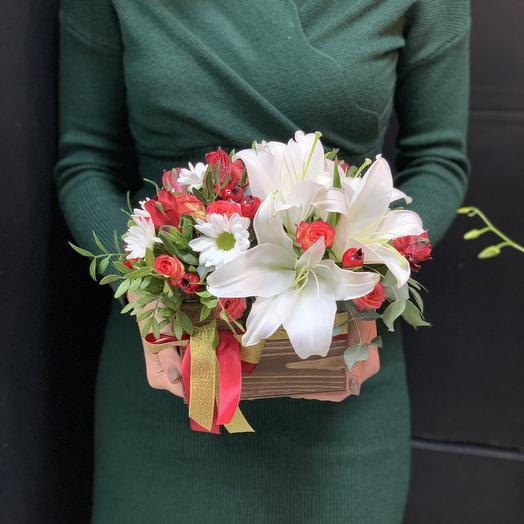Композиция в деревянном ящике «Виктория»: букеты цветов на заказ Flowwow