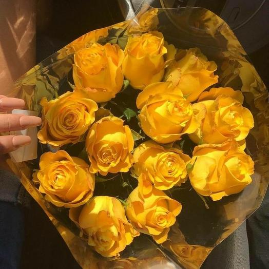 11 ярких желтых роз