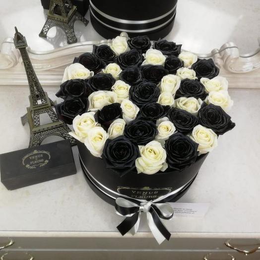 Черные и белые розы микс