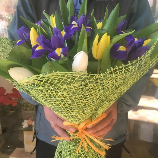 Шикарный букет тюльпаны и ирисы