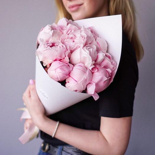 Моно-букет из 11 итальянских пионов Рене Гортенз: букеты цветов на заказ Flowwow