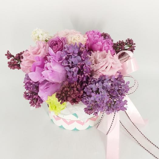 Цветочная композиция с сиренью и пионами: букеты цветов на заказ Flowwow