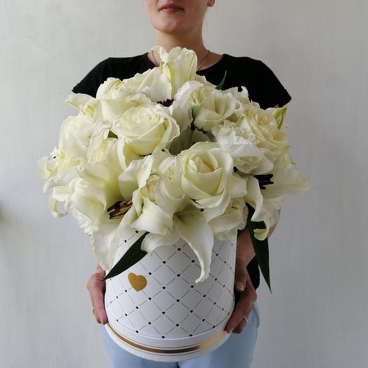 Коробка с лилиямия, розами и гвоздиками