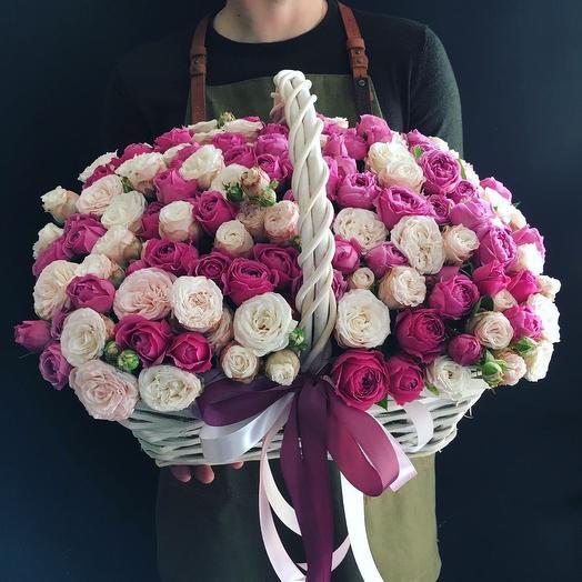 Корзина микс кустовых пионовидных роз: букеты цветов на заказ Flowwow
