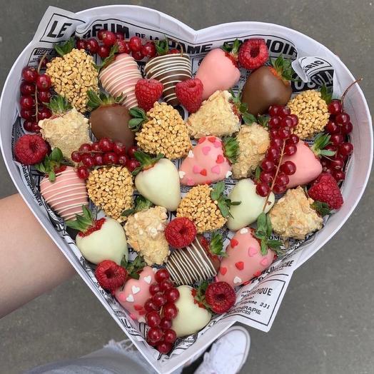 Подарочный набор из клубники в шоколаде «Сердце»: букеты цветов на заказ Flowwow