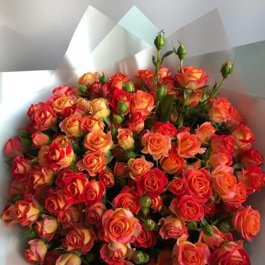 Букет из 35 кустовых оранжевых роз