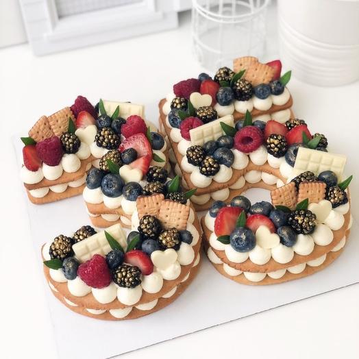 Торт Цифра с тремя видами ягод и шоколадом