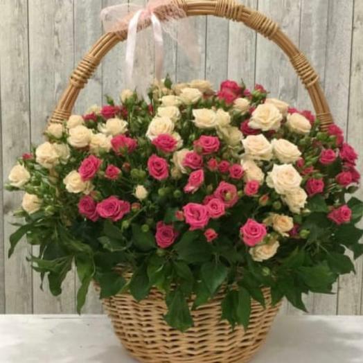 Большая корзина с кустовыми розами