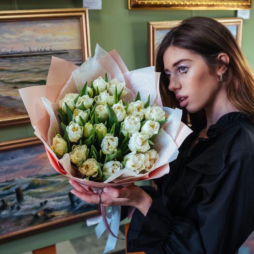 Букет из белых пионовидных тюльпанов