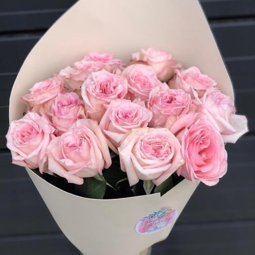 Букет из ароматной пионовидной розы