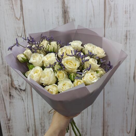 Букет с розами и лимониумом