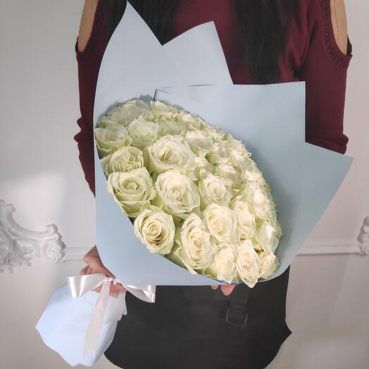 Букет из 35 премиальных Белых роз (коробка конфет в подарок, условие в описании)