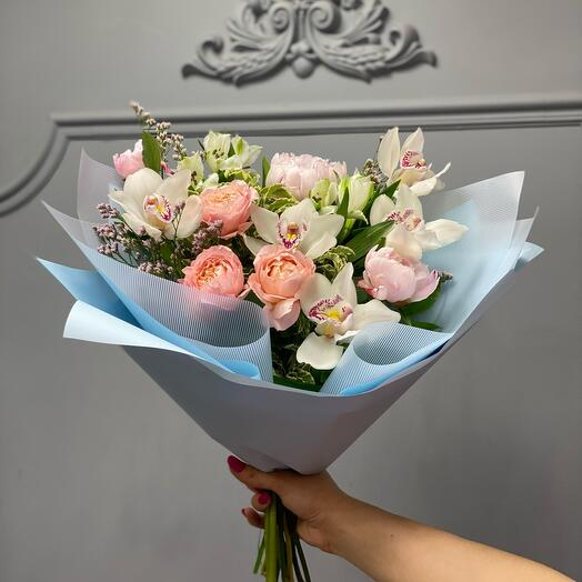 Красивейший букет с пионовидной розой и орхидей