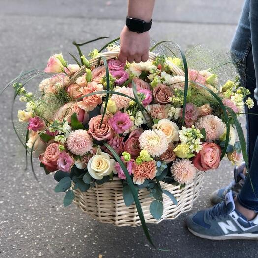 Корзина цветов «Капучино»