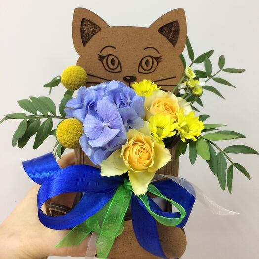 Котик с цветами