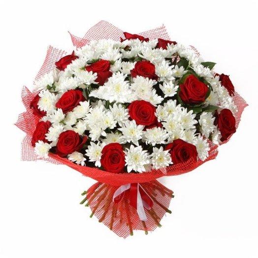 Букет красных роз и хризантем Глория: букеты цветов на заказ Flowwow