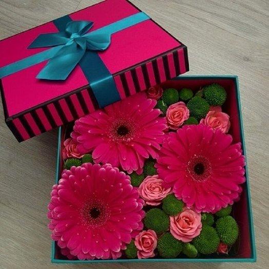 Дизайнерская коробка с герберами: букеты цветов на заказ Flowwow