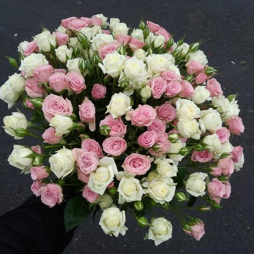 29 кустовых роз микс: букеты цветов на заказ Flowwow
