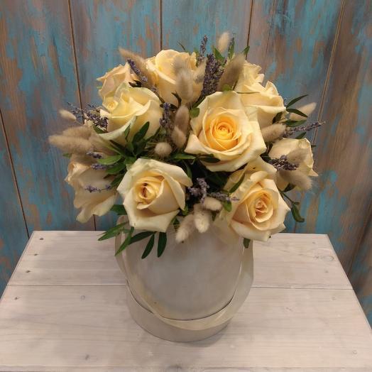 Бархатная коробка с розами: букеты цветов на заказ Flowwow