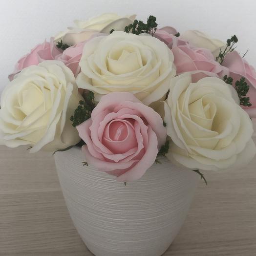 Букет из мыльных роз премиум цвет шампань и нежно розовые: букеты цветов на заказ Flowwow