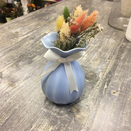 Вазочка с букетом сухоцветов