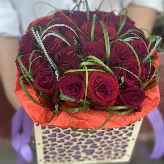 Красная роза в ящике: букеты цветов на заказ Flowwow