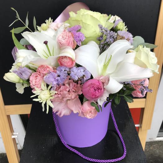 Коробка с лилией 💕: букеты цветов на заказ Flowwow