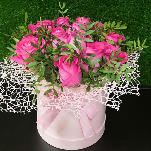 Букет в розовой коробке: букеты цветов на заказ Flowwow
