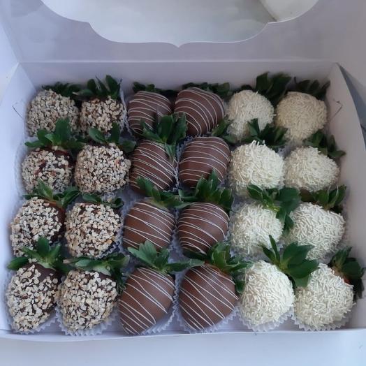 Клубника в шоколаде 24 ягоды в коробке 3: букеты цветов на заказ Flowwow