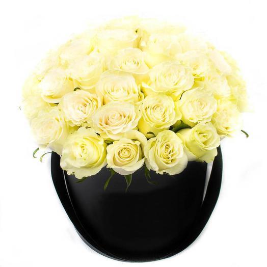 LUXURY!51 белая роза в шляпной коробке