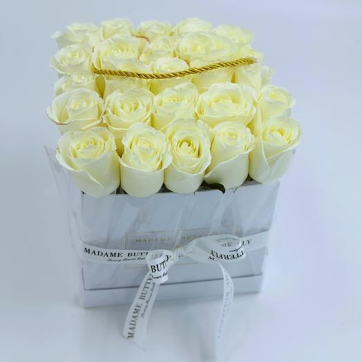 Деми квадрат белая. 25 белых роз