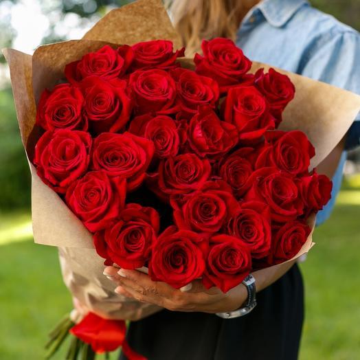 ✅ 25 красных роз в крафт упаковке