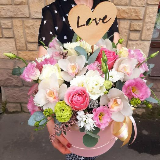 """Цветы в шляпной коробке """"С любовью !"""""""