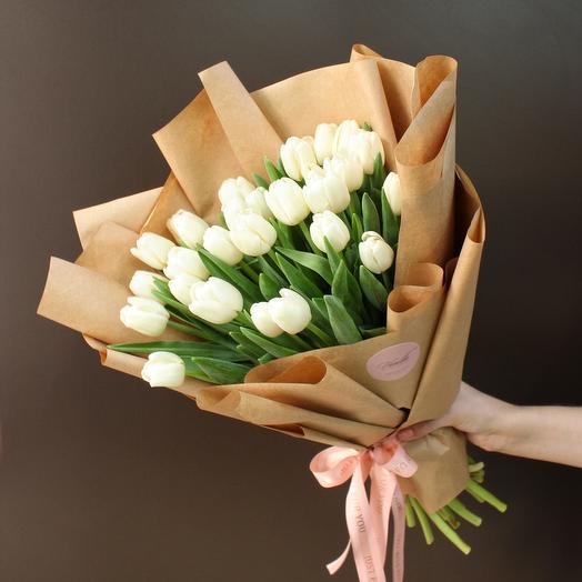 Букет из 27 белых тюльпанов