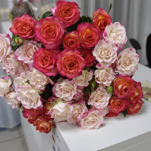"""Букет из 9 кустовых роз """"МИКС"""""""