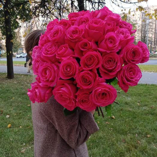 25 ароматных роз 60 см
