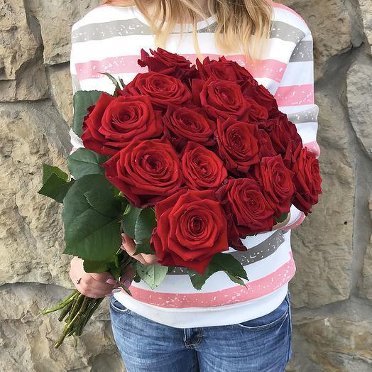 17 красных роз 60 см