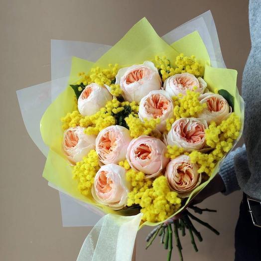 Букет роз и мимозы