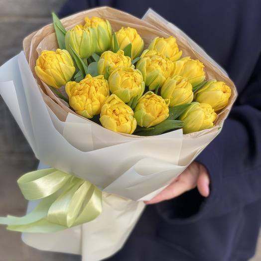 Букет Лучики солнца из желтых пионовидных тюльпанов из 15 шт