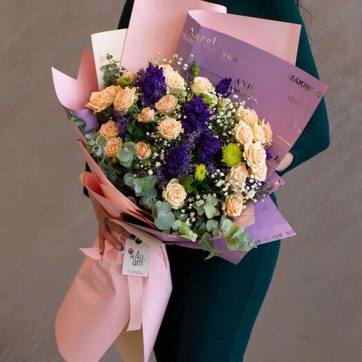 Букет с розами, хризантемами, гипсофилиами
