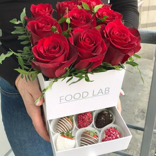 Цветы в коробке S с клубникой 🍓 в шоколаде