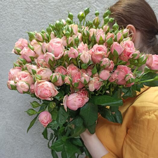 Охапка кустовых пионовидных роз