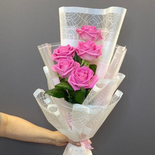 5 нежных роз